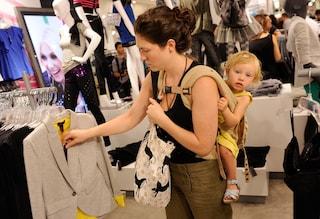 I lavori casalinghi portano le donne in carriera alla disperazione: ecco perché