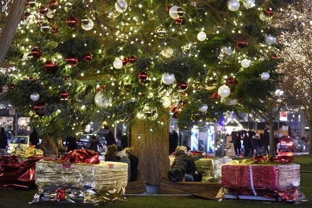 Alberi Di Natale In Legno Addobbati : Gli addobbi per natale e i colori di tendenza per il vostro