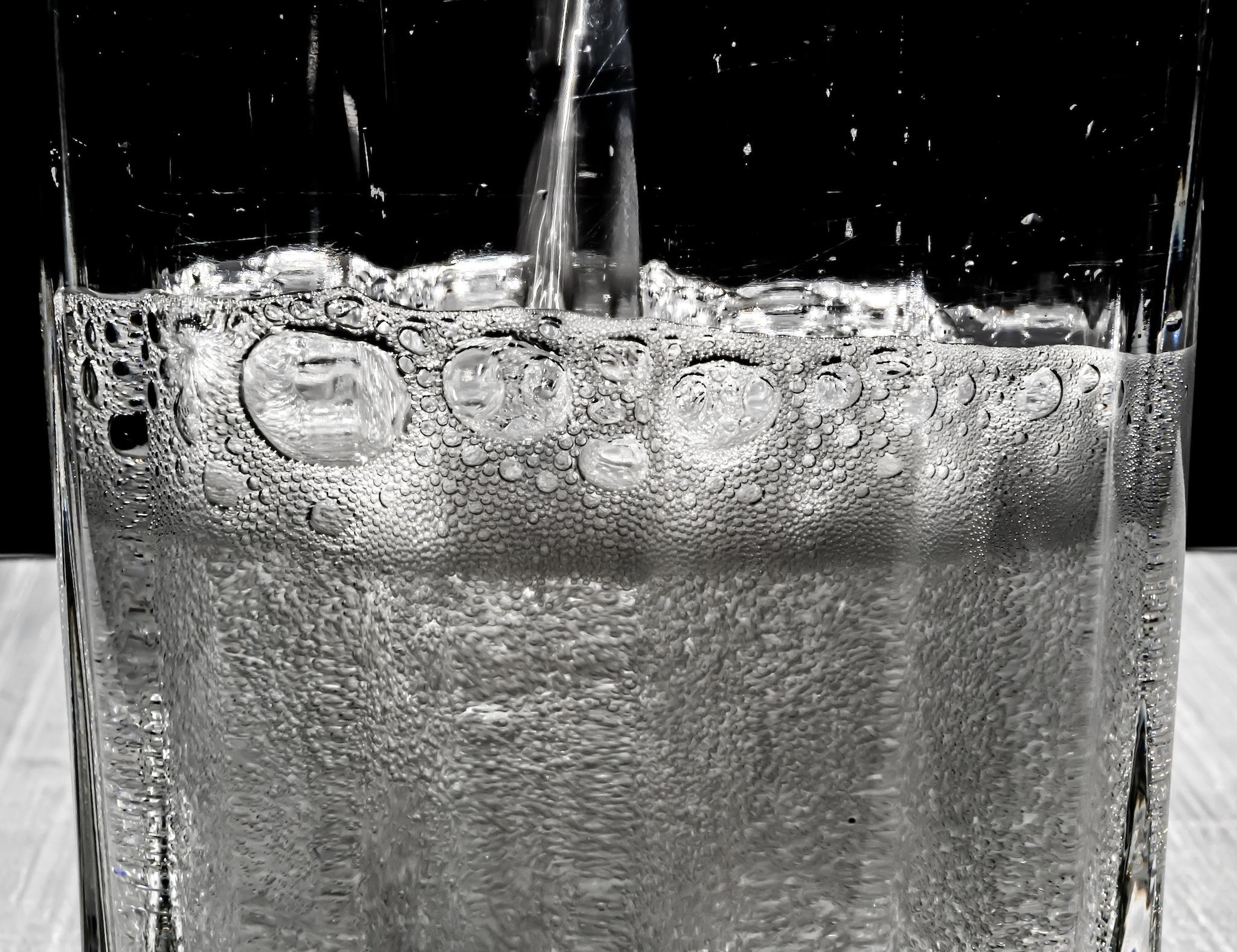 bere più acqua favorisce la perdita di peso