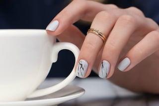 Le unghie della settimana: manicure ad effetto marmo (FOTO)