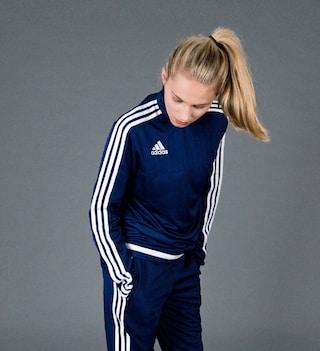 Adidas Tracksuit Day: l'iconica tuta con le tre strisce compie 50 anni (FOTO)