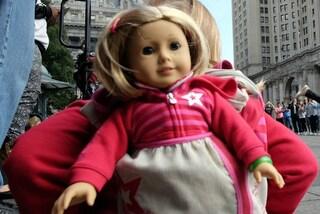 """Tratta le bambole come bimbi reali: """"Preferirei loro ad ogni uomo"""""""