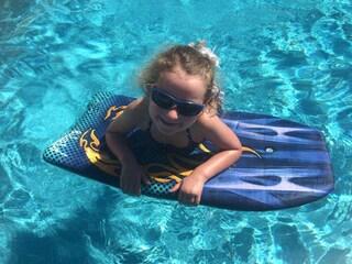 """""""Grazie per avermi salvato la vita"""": la bimba di 7 anni incontra il donatore di midollo"""