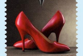 Un francobollo con le scarpe di Marilyn Monroe: così Ferragamo festeggia i 100 anni