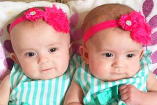 Ritrova sua figlia morta in culla accanto alla gemella: lo straziante racconto della mamma
