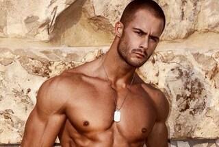 Addominali scolpiti e sguardo tenebroso: Petar, l'italiano sul podio di Mister Universo