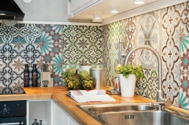 Come pulire le piastrelle di bagno e cucina