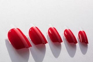 Come applicare le unghie finte, quanto durano e come rimuoverle