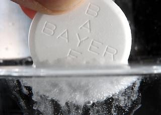 """Riduce l'acne e migliora l'aspetto della pelle: gli usi """"alternativi"""" dell'aspirina"""