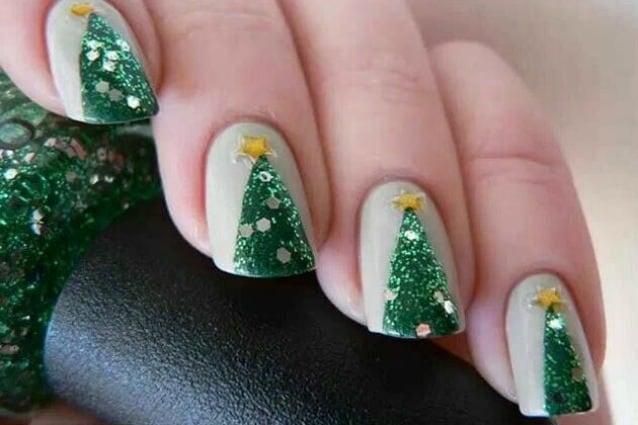 Le unghie della settimana christmas tree manicure foto for Decorazioni natalizie unghie