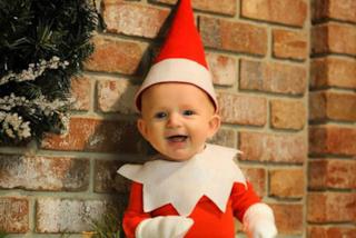 Trasforma il figlio di 4 mesi in un elfo di Babbo Natale: ecco il dolce risultato (FOTO)