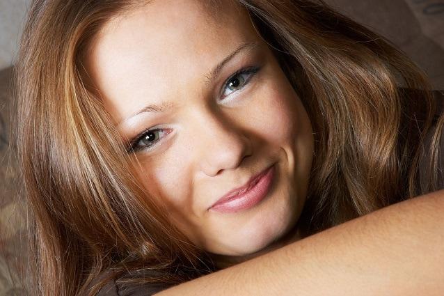 I capelli secchi risultano spesso opachi e spenti perché non ricevono la  giusta idratazione perdendo lucentezza 8568bf12615a