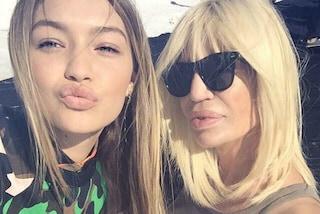 Donatella Versace debutta su Instagram con un selfie in compagnia di Gigi Hadid