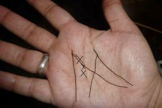 Hai una M disegnata sul palmo della mano? Vuol dire che sei una persona brillante