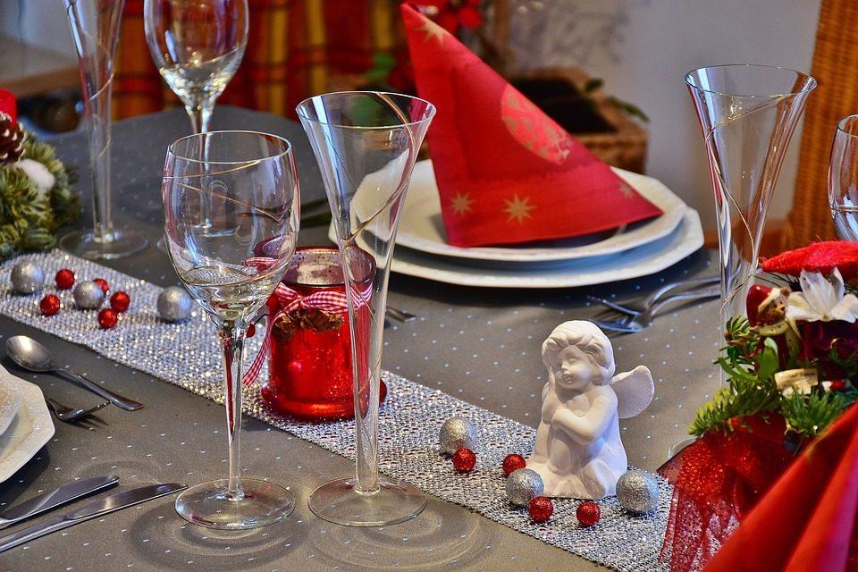 Addobbare La Tavola Di Natale Immagini.Come Apparecchiare La Tavola Di Natale Idee E Consigli Per