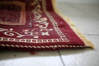 Come pulire i tappeti: tutti i rimedi e consigli per non rovinarli