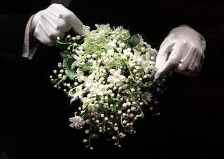 Il marito picchia la damigella durante il matrimonio e ferisce anche la sposa
