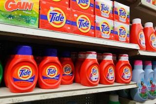 Mescolare prodotti per la pulizia della casa può causare avvelenamento: ecco come evitarlo