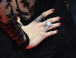 Mini tatuaggi sulle dita: la tendenza che spopola (FOTO)