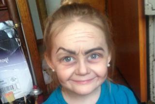 Ha 3 anni ma sembra una nonna: l'incredibile trasformazione realizzata con il make-up
