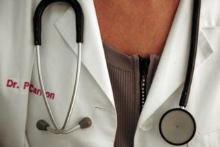 Le donne superano gli uomini nella medicina: il 65% dei dottori è di sesso femmile