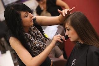 Hai paura di tagliare i capelli? Ecco l'app per provare stili e look diversi con un selfie