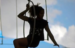 Aerial Hoop, l'allenamento acrobatico che fa bene al corpo e alla mente