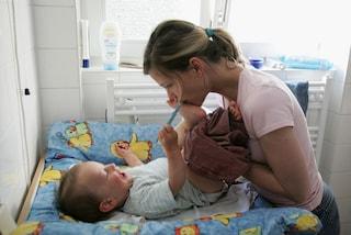 Coccolare i bambini in attesa di adozione: ecco il lavoro più dolce del  mondo