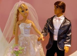 """Somigliano a Barbie e Ken ma non hanno ricorso alla chirurgia: """"Usiamo solo Photoshop"""""""