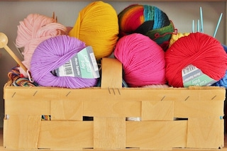 Finger knitting: come lavorare la maglia con le dita