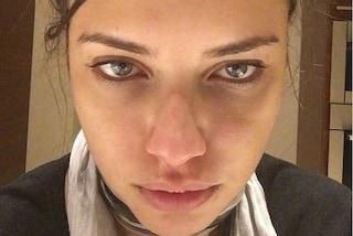"""Adriana Lima si mostra senza trucco su Instagram: """"Ecco quant'è dura la vita da modella"""""""