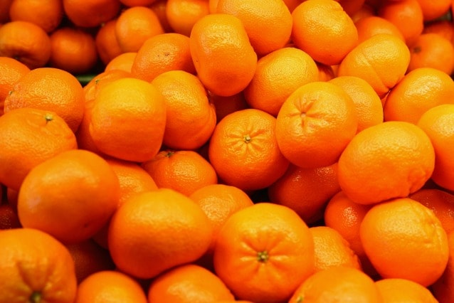 Capelli secchi e spenti? Fare colazione con arance ...
