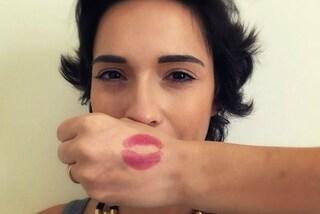 #KissAndMakeup: un bacio sulla mano per combattere il bullismo