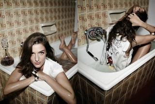Eleonora Carisi è il nuovo volto Aniye By: seduce i suoi followers in una vasca da bagno