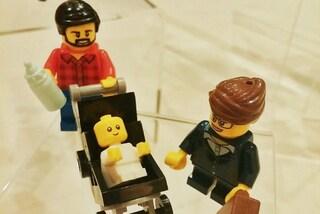 Il papà hipster si prende cura del figlio e la mamma lavora: i nuovi omini della Lego