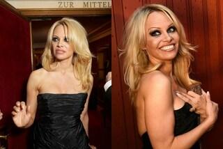 Pamela Anderson elegante e sexy all'Opera di Vienna: a 48 anni è ancora bellissima