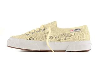 Sneakers in pizzo: ecco la nuova collezione di Superga (FOTO)
