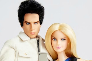 Zoolander incontra Barbie: anche la bambola prova l'espressione magnum in un selfie (FOTO)