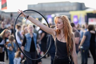 Dimagrire con l'hula hoop: tutti gli esercizi da fare