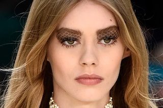 Il make up matelassé di Chanel: ecco come crearlo a casa tua (FOTO)