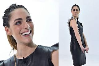 """Miriam Leone in versione bondage con abito di pelle e treccine a """"Le Iene"""""""