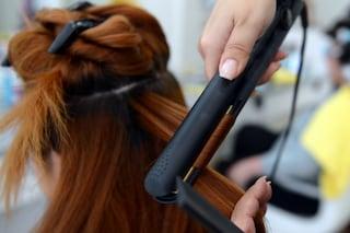 Piastra a vapore: liscio perfetto e capello sano. Ecco come usarla (FOTO)