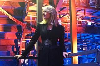 Alessia Marcuzzi: la giacca diventa un abito sul palco dell'Isola dei famosi 2016