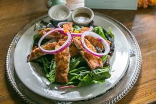Hummus, carote arrostite, chips di verdure: le valide alternative per chi odia l'insalata