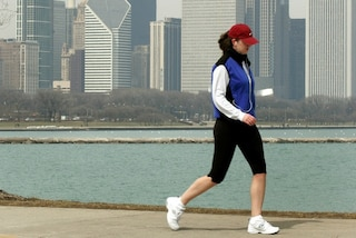 Camminata veloce: chi può praticarla e i consigli per eseguirla in modo corretto