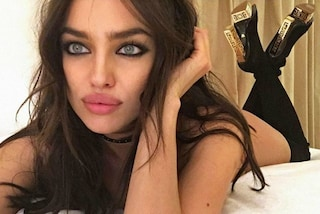 Irina Shayk nuda con gli stivali infiamma Instagram