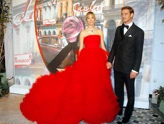 Beatrice Borromeo in rosso incanta al Ballo della Rosa: il suo look è da vera principessa