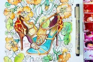 Riproduce le scarpe griffate con pennelli e colori: i tacchi alti diventano opere d'arte