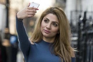 I selfie rovinano la pelle: a 26 anni scopre di avere il viso danneggiato
