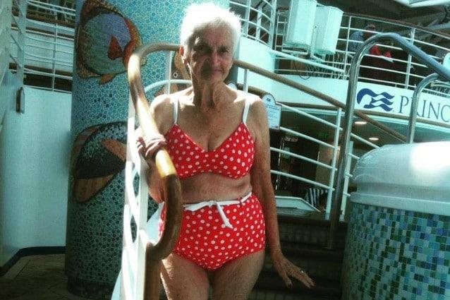 Sognare Costume Da Bagno Bianco : Non si è mai troppo vecchi per un bikini: a 90 anni posa in costume